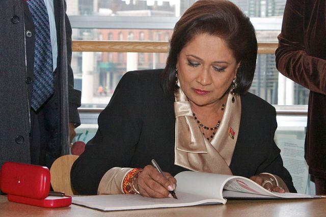 800px-Prime_Minister_of_Trinidad_and_Tobago_visits_the_Senedd_Prif_Weinidog_Trinidad_a_Tobago_yn_ymweld_â'r_Senedd